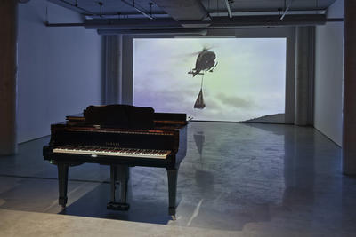 Piano Airlift (1988/2006): Installation view.