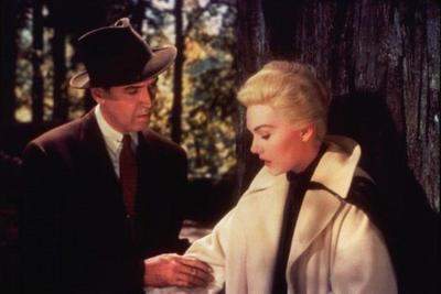 Vertigo (1958): James Stewart and Kim Novak in a colour film by Alfred Hitchcock. © Universal Pictures.
